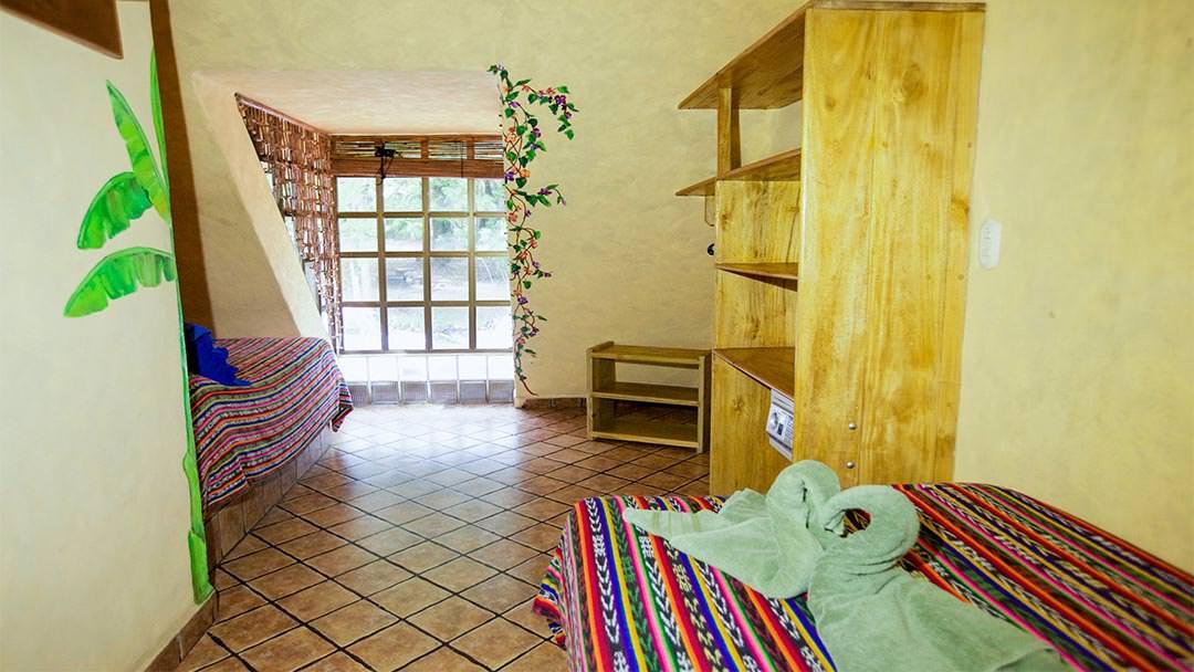 Habitación del hotel El Sano Banano Village con cama individual