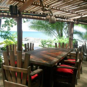 http://www.montezumabach.com/playa-de-los-artistas/playa-de-los-artistas-beachfront-restaurant/